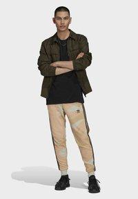adidas Originals - Verryttelyhousut - beige - 1