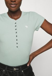 Abercrombie & Fitch - HENLEY - T-shirt basic - green - 4