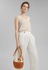 Esprit - Across body bag - caramel - 0