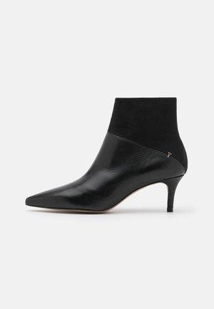 DARNA - Korte laarzen - black