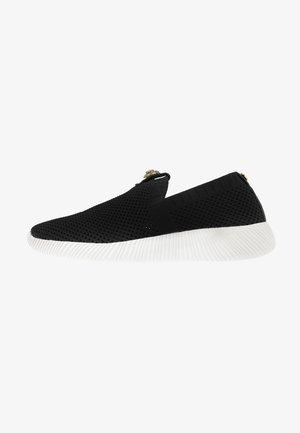 LORNA - Nazouvací boty - black