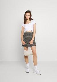 Hollister Co. - CROP RUCHED BUST BACK TIE - Camiseta estampada - white - 1