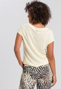 Marc Aurel - Basic T-shirt - yellow - 2