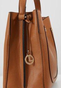 L.CREDI - EDINA - Handbag - cognac - 5