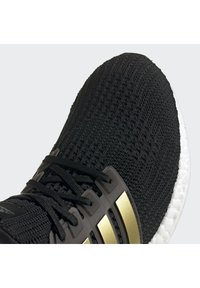 adidas Performance - ULTRABOOST 4.0 DNA UNISEX - Trainers - cblack/goldmt/ftwwht - 9