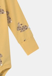 Lindex - RABBIT SET UNISEX - Leggings - Trousers - light dusty yellow - 2
