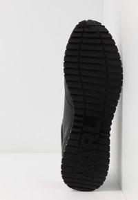 KARL LAGERFELD - VELOCITOR II METEOR BRUSH LOGO - Zapatillas - black/white - 4