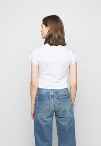 Fiorucci - SPEED QUEEN CROP TEE  - Print T-shirt - white - 2