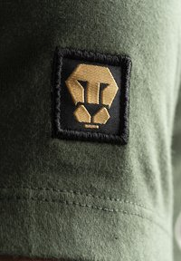 Liger - LIMITED TO 360 PIECES - VINCE RUARUS - CATBURGLAR - T-SHIRT PRINT - Print T-shirt - military green - 4