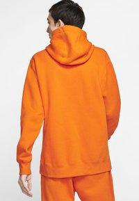 Nike Sportswear - CLUB HOODIE - Luvtröja - magma orange/white - 1