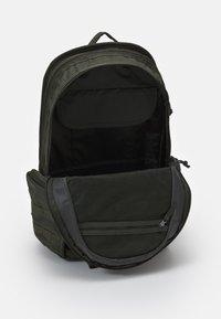 Nike Sportswear - UNISEX - Batoh - green - 2