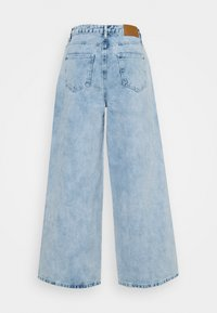 Missguided Petite - BAGGY BOYFRIEND - Relaxed fit jeans - light blue - 1