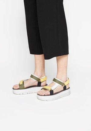 ORUGA UP - Korkeakorkoiset sandaalit - yellow