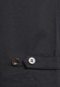 NU-IN - PLEAT CROPPED ADJUSTABLE  - Pantaloni - black - 3