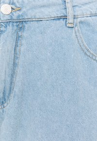 Noisy May Curve - NMCARA DONNA DESTROY - Straight leg jeans - light blue denim - 2