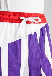 Nike Performance - DRY SHORT THROWBACK - Krótkie spodenki sportowe - white/court purple/university red - 4