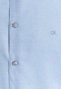 Calvin Klein Tailored - MOTIF EASY CARE SLIM SHIRT - Formal shirt - light blue - 2