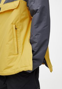 PULL&BEAR - KOMBINIERTE WINDBREAKER-JACKE MIT BAUCHTASCHE UND KAPUZE 0971495 - Windbreaker - yellow - 4