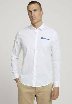 SLIM FIT MIT BRUSTTASCHE - Shirt - white