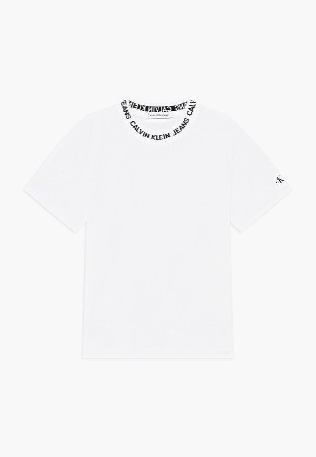 LOGO INTARSIA - Print T-shirt - white