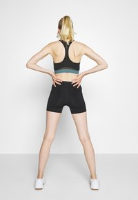 ONLY Play - ONPKNOX TRAINING SHORTS - Tights - black - 2