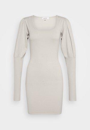 SQUARE NECK PUFF SLEEVE MINI DRESS - Strikket kjole - sand