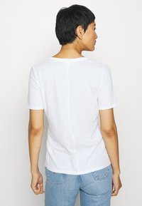 Marc O'Polo - SHORT SLEEVE ROUND NECK SOLID - Jednoduché triko - white - 2