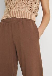 Jaded London - NEUTRALS JOGGER IN RELAXED FIT - Pantalon de survêtement - brown - 3