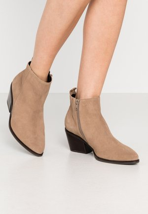 Ankle boots - dessert