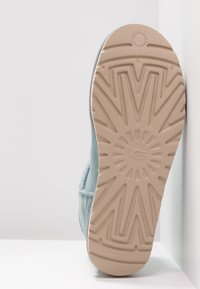 UGG - CLASSIC MINI II - Ankle Boot - succulent - 6