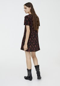 PULL&BEAR - MIT BLUMENPRINT - Day dress - black - 2