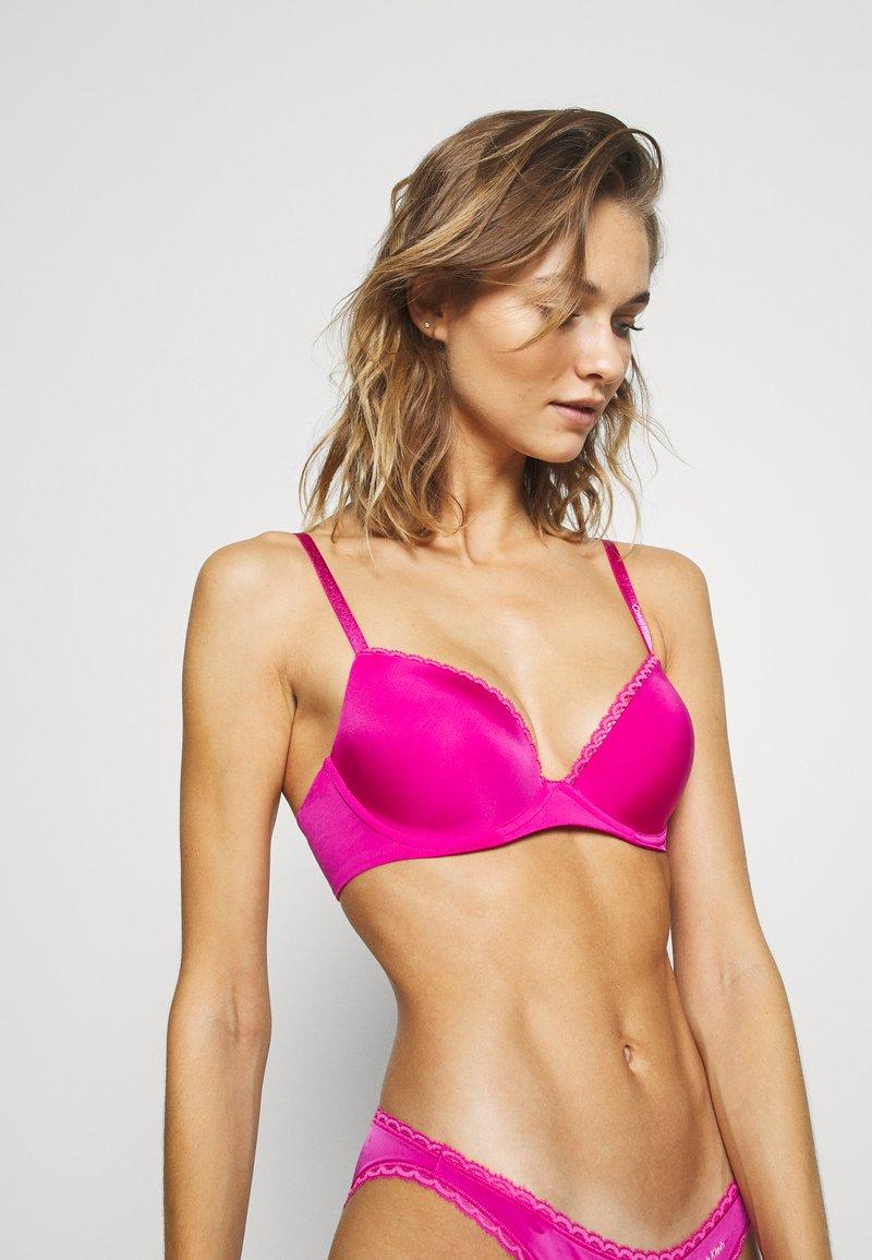 Calvin Klein Underwear - SEDUCTIVE COMFORT TAILORED CUSTOMIZED LIFT - Push up -rintaliivit - bright magenta