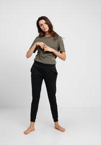 Calvin Klein Underwear - STATEMENT 1981 CREW NECK 2 PACK - Pyjamasoverdel - grey heather/army dust - 0