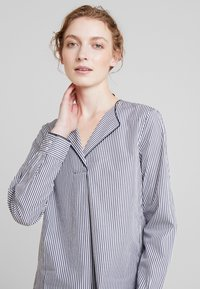 Marc O'Polo - BLOUSE CREW NECK WITH SLIT - Blouse - combo - 4