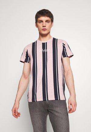 TECH LOGO STRIPES - T-shirt imprimé - pink