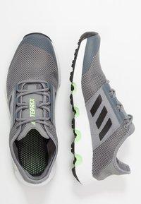 adidas Performance - TERREX VOYAGER - Obuwie do biegania Turystyka - grey three/core black/signal green - 1
