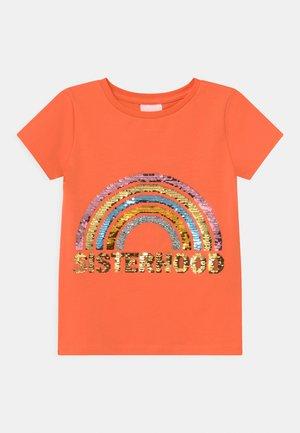 THEODORA  - T-shirt print - nectarine