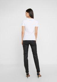 Emporio Armani - Print T-shirt - bianco ottico - 2
