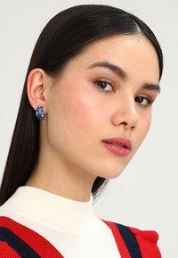 Konplott - PETIT GLAMOUR - Boucles d'oreilles - blue - 1
