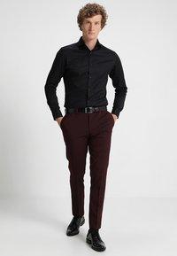 Selected Homme - PELLE - Business skjorter - black - 1