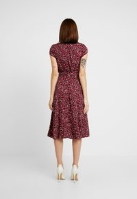 Dorothy Perkins - VNECK SHORT SLEEVE MIDI FIT AND FLARE DRESS - Day dress - red - 3