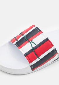Karl Kani - SIGNATURE STRIPE POOL SLIDES - Ciabattine - navy/white/red - 5