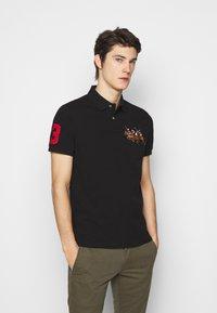 Polo Ralph Lauren - CUSTOM SLIM FIT TRIPLE-PONY POLO SHIRT - Koszulka polo - black - 0