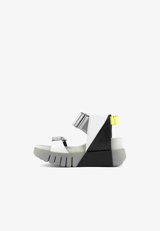 Sandales à plateforme - gris