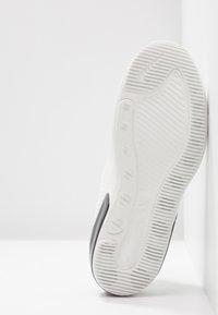 Nike Sportswear - AIR MAX DIA - Trainers - summit white/black - 8