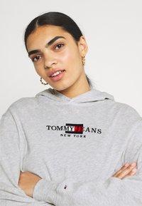 Tommy Jeans - CROP TIMELESS HOOD - Sweatshirt - silver grey heater - 3