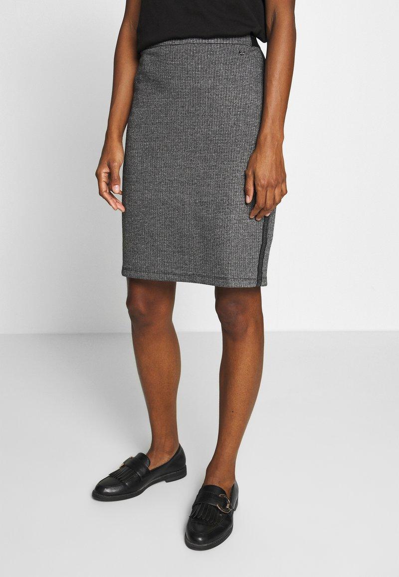 Taifun - Pencil skirt - black
