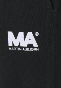 Martin Asbjørn - TRACKPANTS - Pantalon de survêtement - black - 6