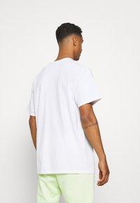 Mennace - HAVANA FLAMING DRAGON - Print T-shirt - off white - 2
