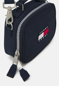 Tommy Jeans - HERITAGE CROSSOVER - Across body bag - blue - 3